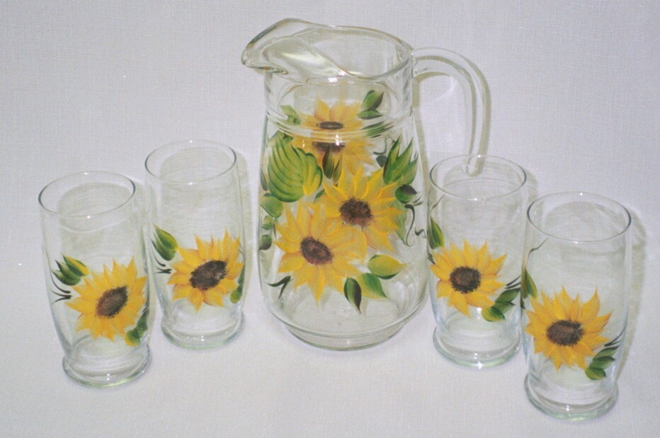 SET OF 5 PITCHER ,SUNFLOWERS.jpg (116393 bytes)